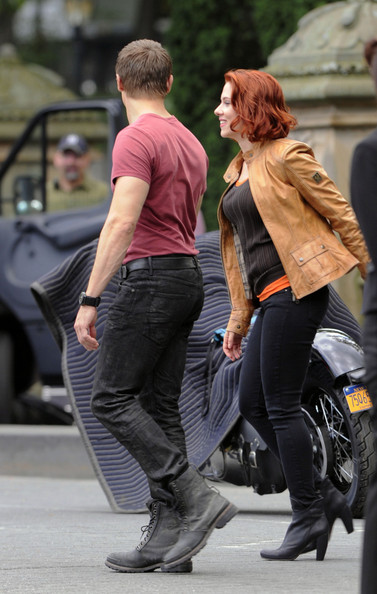 Scarlett Johansson and Jeremy Renner Photos Photos - Stars ...