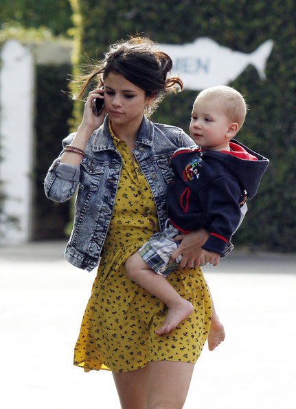 Selena Gomez Pop sensation Justin Bieber and his pop princess girlfriend Selena Gomez take Justin's younger half siblings, Jazmyn and Jaxson for a fun day out at Paradise Cove beach in Malibu.