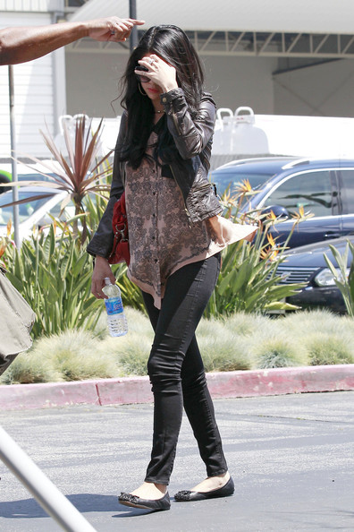 Selena Gomez - Selena Gomez at the Santa Monica Airport