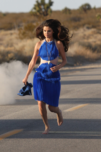 Selena Gomez - Selena Gomez on Set in Palmdale