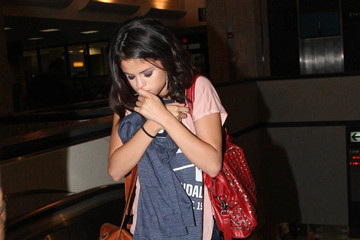 Selena Gomez Selena Gomez takes a flight out of Tampa International Airport after filming scenes for her upcoming film