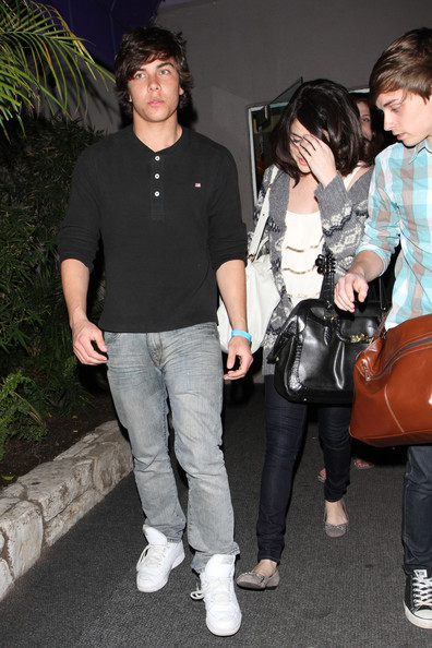 Selena Gomez Selena Gomez says goodbye to her rumoured new boyfriend Cameron Quiseng as they leave Pinz bowling alley in LA. Cameron, who is in a band called Allstar Weekend, and Disney starlet Selena have been spending quite a bit of time together recently.