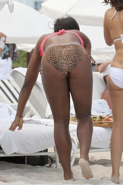 Williams A bikini clad Serena Williams enjoys a day on the beach ...
