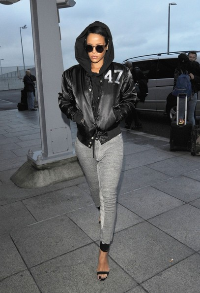 Sexy pop babe Rihanna is seen leaving her hotel in her 'au naturale' state without one of her many weaves, as she heads to the airport to catch a flight out of London. The Bajan beauty was in the capital to promote the first play of her new single Diamonds, which debuted on Wednesday.