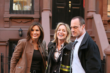 """Sharon Stone Christopher Meloni Sharon Stone on the Set of """"Law & Order: SVU"""""""