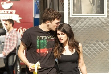 Shenae Grimes Shenae Grimes Hangs Out With Her Boyfriend on Set