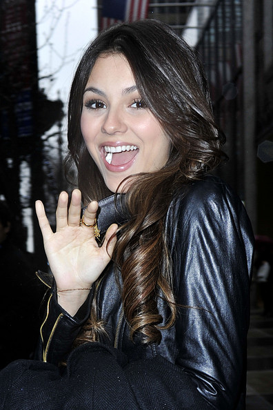 "Smiley actress Victoria Justice stops by the WPIX-TV studios in New York to talk about starring Nickelodeon's new series ""Victorious""."