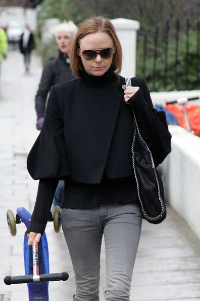 Stella McCartney Carries a Scooter []