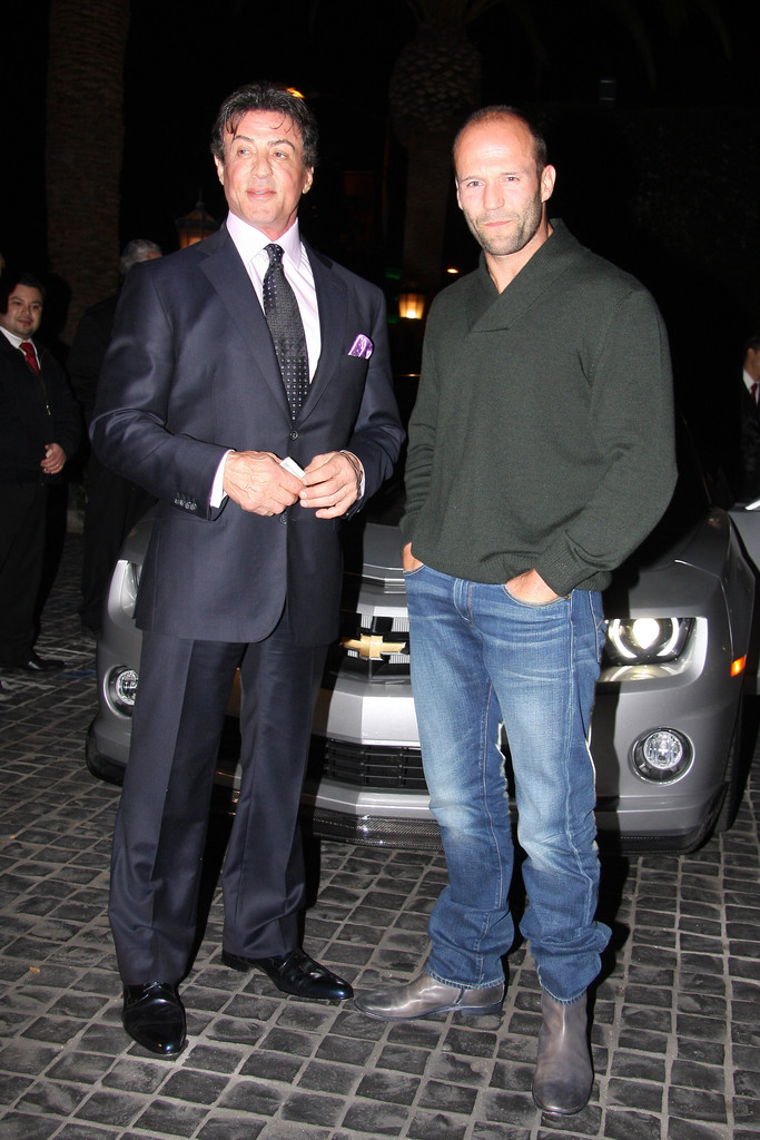 ¿Cuánto mide Jason Statham? - Real height Sylvester+Stallone+shows+off+custom+chevrolet+FoRA0eqEamGx