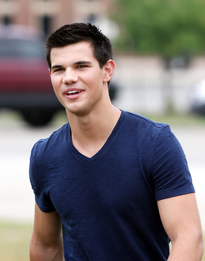 Taylor Lautner News, Pictures, and Videos | E! News
