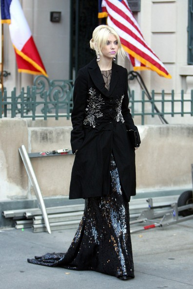 "Taylor Momsen Taylor Momsen films scenes for ""Gossip Girl"" on New York's 5th Avenue wearing a long black gown at the French Society of Art and Culture. The CW series will be airing its episode with pop star Lady Gaga tonight."
