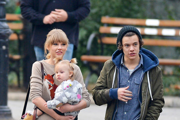 Taylor Swift Harry Styles Taylor Swift and Harry Styles at the Central Park Zoo 2