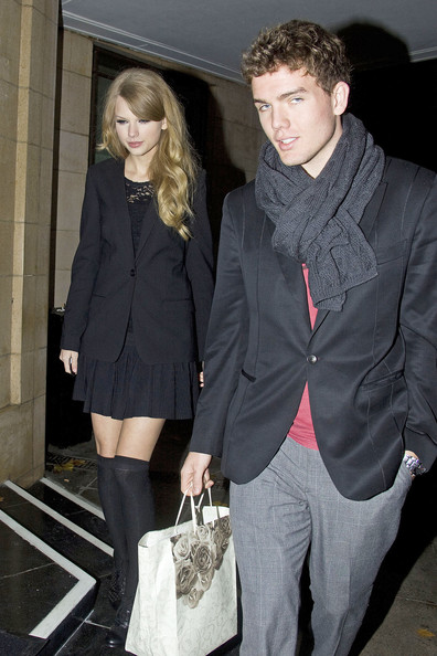 Taylor Swift .Taylor Swift goes out to dinner with her mother and brother Austin to Nobu on Park Lane. Outside she signed for fans and was given a knitted present. The country popstar was spotted earlier at an all-day photoshoot for GQ Magazine inside a hotel.