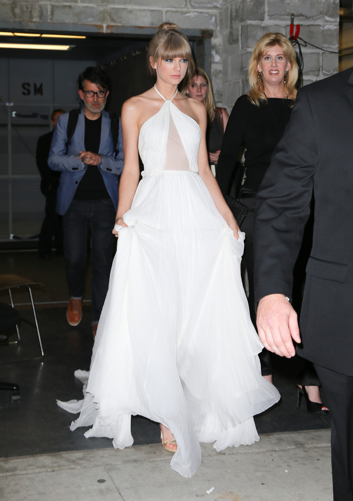 Taylor Swift Photos Photos - Taylor Swift Leaves the Lincoln Center ...