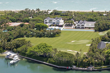 Tiger Woods Flo Rida THATS A HOLE IN ONE TO AVOID! Tiger Woods' $80 million Jupiter Island mansion is currently undergoing repairs for a massive hole in the dining room
