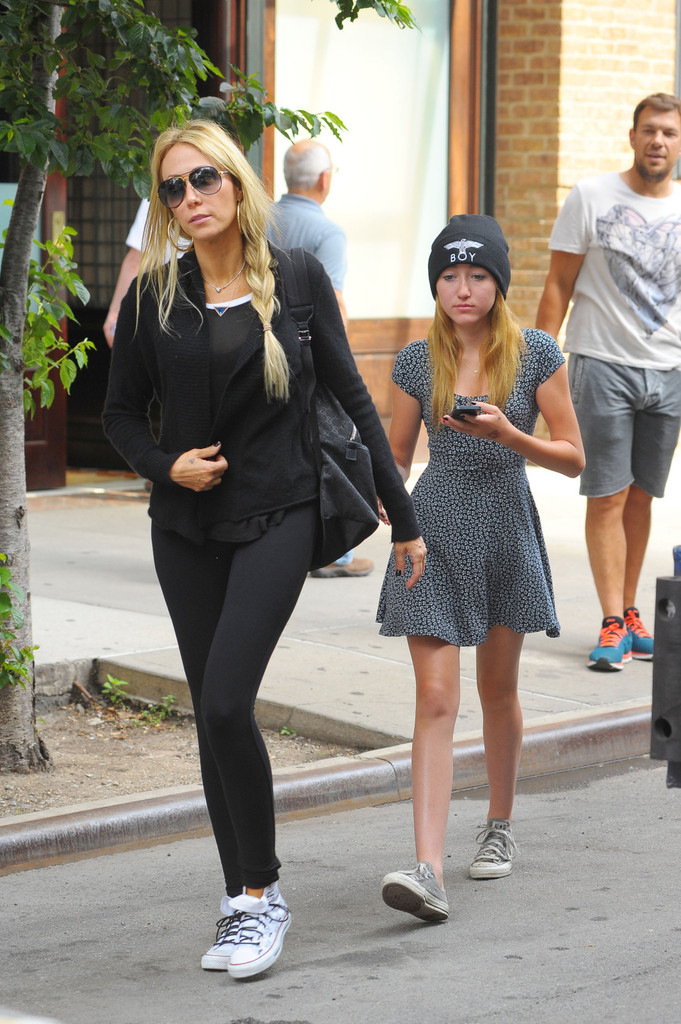 42e92d5dfbb3 Leticia Cyrus Photos Photos - Tish and Noah Cyrus Go Shopping in NYC ...