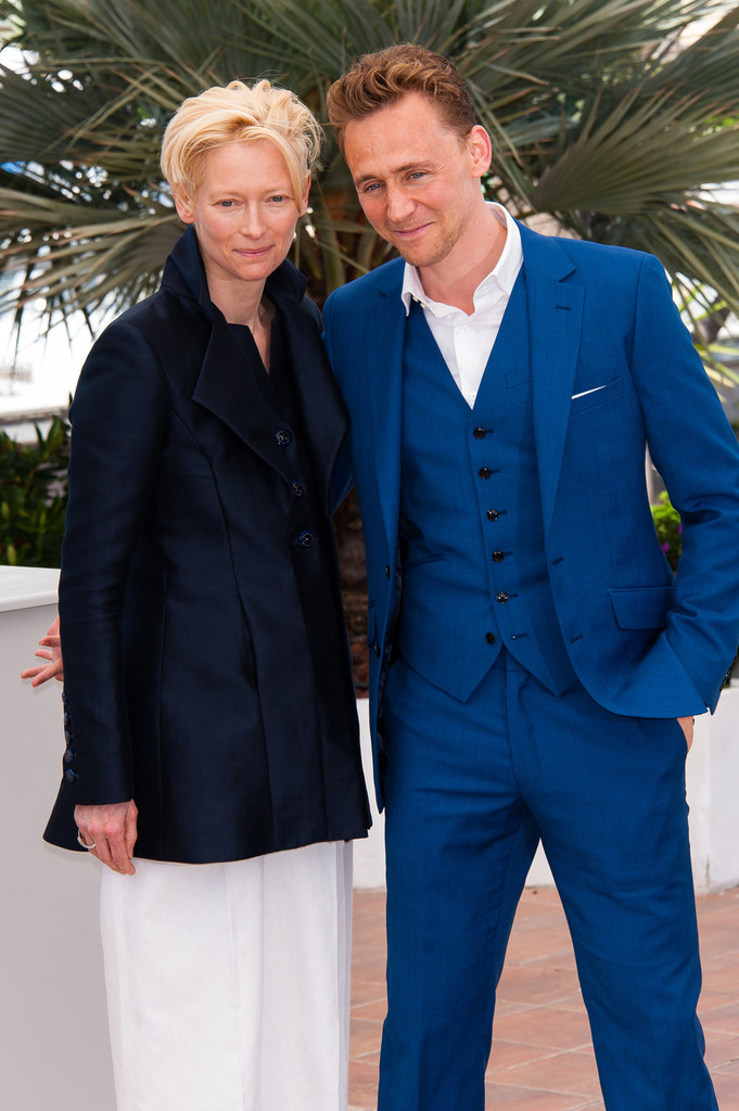 http://www2.pictures.zimbio.com/pc/Tom+Hiddleston+Only+Lovers+Left+Alive+Photo+Vx-FyQ9CcAAx.jpg
