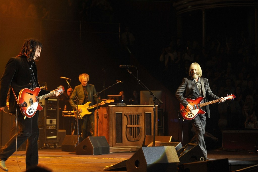 tom petty and the heartbreakers at royal albert hall in london zimbio. Black Bedroom Furniture Sets. Home Design Ideas
