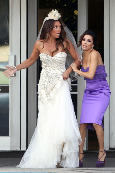 Eva Longoria and Vanessa Williams Film a Wedding 3 - Pictures - Zimbio
