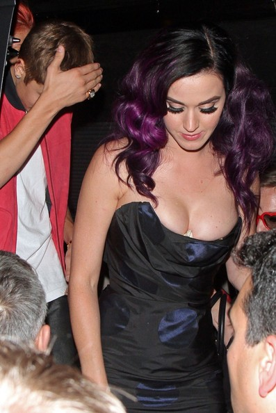 WARDROBE MALFUNCTION!! Singer's Katy Perry, Justin Bieber and Selena