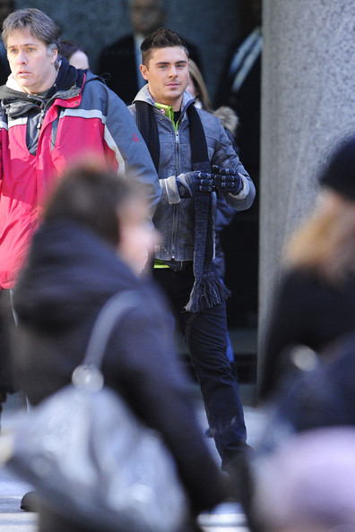 "Zac Efron hangs out on the busy set of the upcoming ensemble comedy ""New Year's Eve"", filming on location in New York City. Zac bundled up in a gloves, scarf and heavy jacket and at one point could be seen with a bike and helmet."