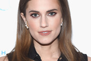 Allison Williams Long Side Part