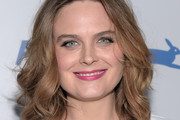 Emily Deschanel Medium Wavy Cut