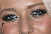 Amelia Lily Smoky Eyes
