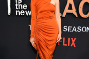 Taylor Schilling Form-Fitting Dress