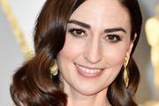 Sara Bareilles Medium Wavy Cut