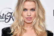 Hailey Clauson Long Wavy Cut