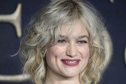 Alison Sudol Curled Out Bob