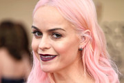 Taryn Manning Medium Wavy Cut