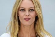 Vanessa Paradis Medium Straight Cut