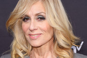 Judith Light Medium Wavy Cut
