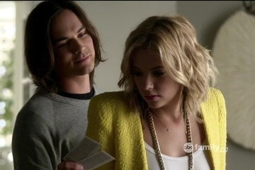 Ashley Benson Tyler Blackburn Pretty Little Liars Season 3 Episode 4